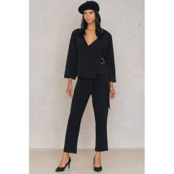 Spodnie z wysokim stanem: Rut&Circle Spodnie z ozdobną klamrą Mara – Black