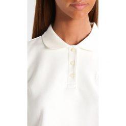 Fenty PUMA by Rihanna BABY CROPPED Koszulka polo vanilla ice. Białe bluzki damskie marki Fenty PUMA by Rihanna, l, z elastanu, polo. W wyprzedaży za 382,85 zł.