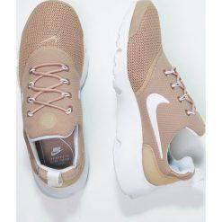 Trampki damskie slip on: Nike Sportswear PRESTO FLY Tenisówki i Trampki sand/white