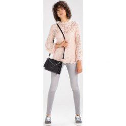 Mint Velvet LAKEWOOD TRIPLE ZIP  Jeans Skinny Fit grey. Szare boyfriendy damskie Mint Velvet. W wyprzedaży za 209,50 zł.