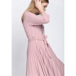 Jasnoróżowa Sukienka Pleated Belted. Szare sukienki hiszpanki Born2be, s, midi. Za 89,99 zł.
