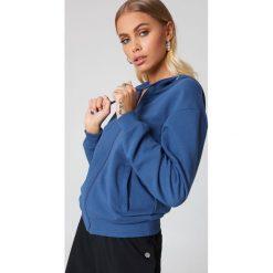 NA-KD Basic Bluza basic z kapturem - Blue. Różowe bluzy rozpinane damskie marki NA-KD Basic, prążkowane. Za 72,95 zł.