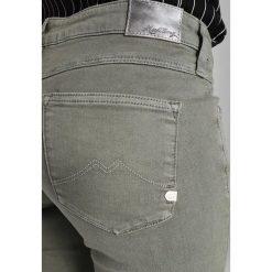 Mustang JASMIN SLIM Jeansy Slim Fit chinios green. Niebieskie jeansy damskie marki Mustang, z aplikacjami, z bawełny. Za 339,00 zł.