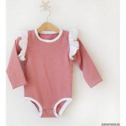 Body - Old Rose&White. Białe body niemowlęce Pakamera, w koronkowe wzory, z jersey, z długim rękawem. Za 89,00 zł.