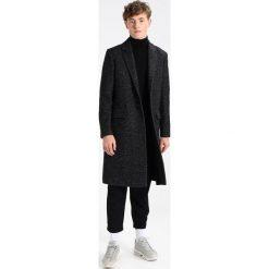 AllSaints CLIFDEN Płaszcz wełniany /Płaszcz klasyczny black/white. Białe płaszcze wełniane męskie marki AllSaints, m, klasyczne. W wyprzedaży za 831,60 zł.