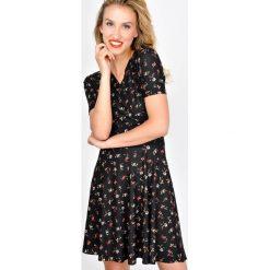 Sukienki: Sukienka w drobne kwiatki
