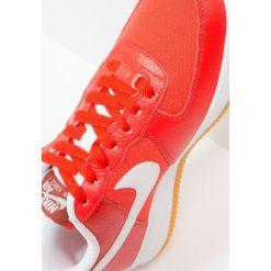 Trampki damskie slip on: Nike Sportswear AIR FORCE 1'07 PRM Tenisówki i Trampki habanero red/white/light brown/mars stone