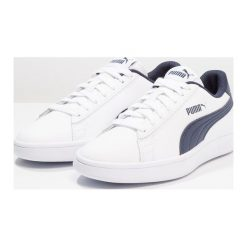 Puma SMASH Tenisówki i Trampki white/peacoat. Białe trampki dziewczęce Puma, z materiału. Za 169,00 zł.