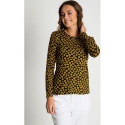 Bluzki damskie: Dzianinowa bluzka w musztardowe wzory BIALCON