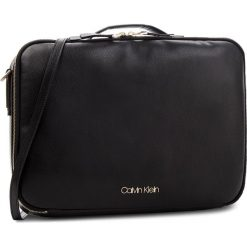 Torba na laptopa CALVIN KLEIN - Frame Laptop Bag K60K604450 001. Czarne torby na laptopa marki Calvin Klein, ze skóry ekologicznej. Za 649,00 zł.