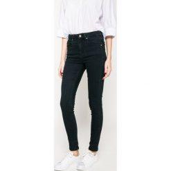 Medicine - Jeansy Grey Earth. Szare jeansy damskie MEDICINE, z podwyższonym stanem. W wyprzedaży za 59,90 zł.