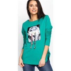 Zielona Bluzka Come About. Zielone bluzki longsleeves Born2be, m, z nadrukiem, z okrągłym kołnierzem. Za 39,99 zł.