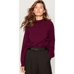 Sweter z bufiastymi rękawami - Fioletowy. Fioletowe swetry klasyczne damskie marki Mohito, l. Za 119,99 zł.