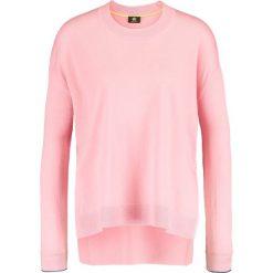 PS by Paul Smith Sweter pink. Czerwone swetry klasyczne damskie marki PS by Paul Smith, l, z materiału. W wyprzedaży za 351,60 zł.