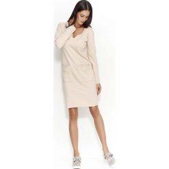 Nude Sukienka Dzianinowa z Nakładanymi Kieszeniami. Brązowe sukienki dresowe marki Molly.pl, na co dzień, s, z aplikacjami, z dekoltem na plecach, midi, oversize. Za 112,90 zł.