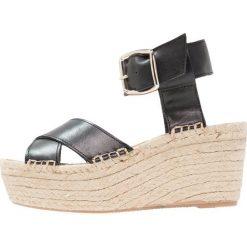 ALOHAS KAILUA Sandały na platformie black. Czarne sandały damskie ALOHAS, z materiału, na koturnie. Za 479,00 zł.