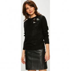 Jacqueline de Yong - Sweter. Czarne swetry klasyczne damskie Jacqueline de Yong, l, z dzianiny, z okrągłym kołnierzem. Za 129,90 zł.
