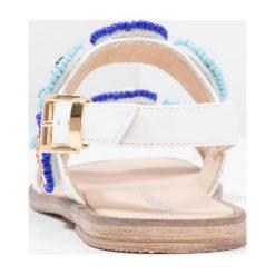Florens Sandały bianco. Białe sandały chłopięce Florens, z materiału, z otwartym noskiem. W wyprzedaży za 329,40 zł.