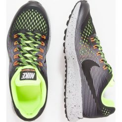 Nike Performance ZOOM PEGASUS 34 SHIELD Obuwie do biegania treningowe black/black/volt/wolf grey. Szare buty sportowe chłopięce Nike Performance, z materiału, do biegania. W wyprzedaży za 279,30 zł.