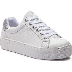 Sneakersy GUESS - FLMEL4 LEA12 WHITE. Białe sneakersy damskie Guess, z materiału. Za 489,00 zł.