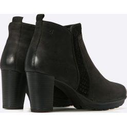 Caprice - Botki. Czarne buty zimowe damskie Caprice, z materiału, na obcasie. W wyprzedaży za 169,90 zł.