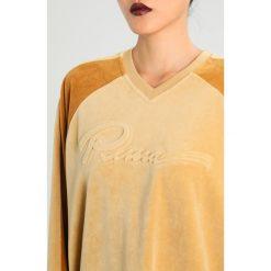 Bluzy damskie: Fenty PUMA by Rihanna OVERSIZED VNECK Bluza lark/golden brown