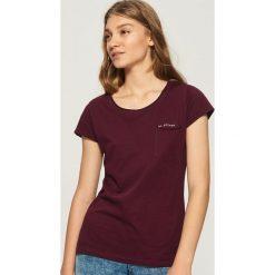 T-shirt z kieszenią - Bordowy. Czerwone t-shirty damskie marki Sinsay, l. Za 14,99 zł.