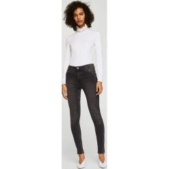 Mango - Jeansy Soho2. Szare jeansy damskie rurki Mango, z podwyższonym stanem. W wyprzedaży za 99,90 zł.
