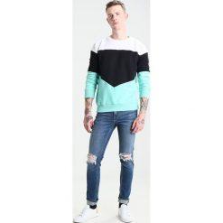 New Look BUSTED KNEE Jeansy Slim Fit bright blue. Niebieskie jeansy męskie New Look. Za 159,00 zł.