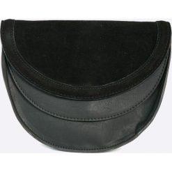 Pepe Jeans - Torebka Missy. Czarne torebki klasyczne damskie Pepe Jeans, w paski, z bawełny, małe. W wyprzedaży za 139,90 zł.
