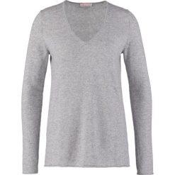 FTC Cashmere Sweter grau. Szare swetry klasyczne damskie FTC Cashmere, m, z kaszmiru. Za 899,00 zł.