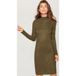 Obcisła sukienka z prążkowanej dzianiny - Khaki. Zielone sukienki dzianinowe marki Reserved, z aplikacjami. Za 89,99 zł.