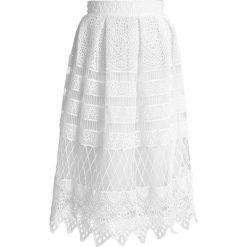 Spódniczki plisowane damskie: Chi Chi London Tall VASILEIA Spódnica trapezowa white