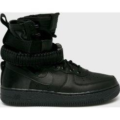 Nike Sportswear - Buty W Sf Air Force 1. Czarne buty sportowe damskie Nike Sportswear, z gumy. W wyprzedaży za 599,90 zł.