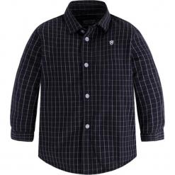 Koszula w kolorze granatowym. Niebieskie koszule chłopięce marki Mayoral, w kratkę, z klasycznym kołnierzykiem. W wyprzedaży za 62,95 zł.