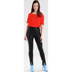 Bluzki asymetryczne: b.young FARHAN BLOUSE Bluzka tomato red