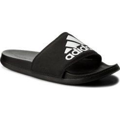 Klapki adidas - adilatte Cf+ Logo CG3425 Cblack/Cblack/Ftwwht. Czarne chodaki męskie Adidas, z materiału. W wyprzedaży za 129,00 zł.