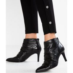 Paco Gil CLAIRE Ankle boot black. Czarne botki damskie na zamek Paco Gil, z materiału. Za 879,00 zł.