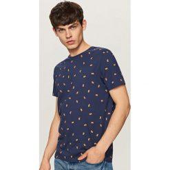 T-shirt z mikroprintem - Granatowy. Niebieskie t-shirty męskie Reserved, l. Za 39,99 zł.