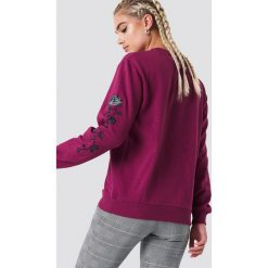 NA-KD Bluza z wyszywanymi różami na rękawach - Purple. Fioletowe długie bluzy damskie NA-KD. Za 133,95 zł.