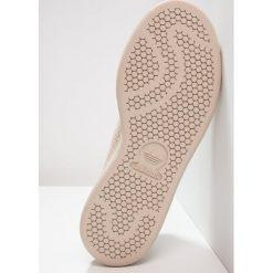 Adidas Originals STAN SMITH PK Tenisówki i Trampki clay brown. Brązowe tenisówki damskie adidas Originals, z materiału. W wyprzedaży za 399,20 zł.