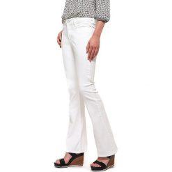 """Spodnie z wysokim stanem: Dżinsy """"Farrah Flare"""" w kolorze białym"""
