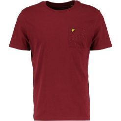 T-shirty męskie z nadrukiem: Lyle & Scott FLECKED POCKET Tshirt z nadrukiem claret jug