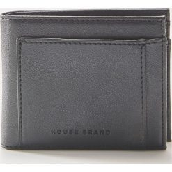 Portfel z eco skóry - Czarny. Czarne portfele męskie marki House, ze skóry. Za 35,99 zł.