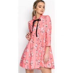 Łososiowa Sukienka Beauty Total. Różowe sukienki letnie marki numoco, l, z dekoltem w łódkę, oversize. Za 99,99 zł.