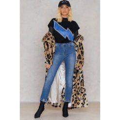 Trendyol Jeansy rurki z oczkami - Blue. Niebieskie jeansy damskie rurki marki Trendyol, z bawełny, z podwyższonym stanem. W wyprzedaży za 33,29 zł.