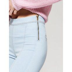 Jeansy high waist skinny - Niebieski. Niebieskie jeansy damskie skinny marki House, z podwyższonym stanem. Za 79,99 zł.