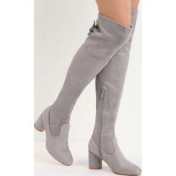 Szare Kozaki Big Pretzel. Czarne buty zimowe damskie marki Kazar, ze skóry, przed kolano, na wysokim obcasie, na obcasie. Za 59,99 zł.