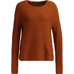 Swetry klasyczne damskie: KIOMI Sweter cognac