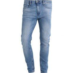 Pier One Jeansy Slim Fit light blue. Niebieskie rurki męskie marki Tiffosi. Za 129,00 zł.